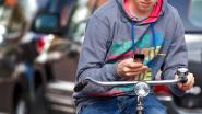 """Nederlandse politie blundert met tweet over fietsende smartphonegebruiker: """"Naast slechte uitslag over SOA test, kreeg ze slecht nieuws van ons"""""""