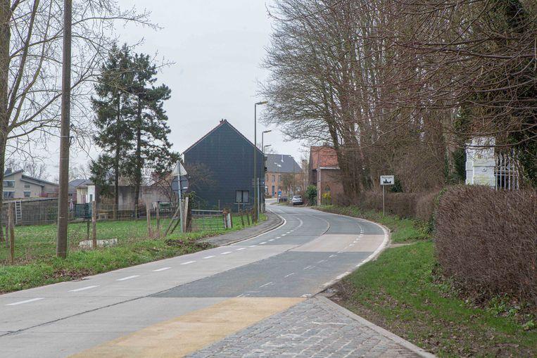 De gemeente gaat laten onderzoeken of het fietspad in Hoesnaek verlengd kan worden.