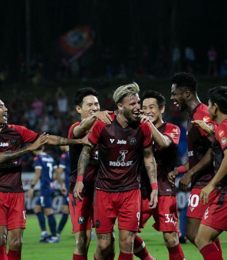 West-Brabants voetbalsucces in Thailand: De Leeuw scoort in de jungle