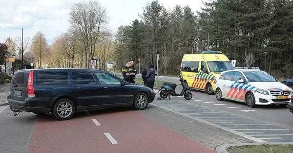 Gewonde bij botsing tussen scooter en auto in Oss.