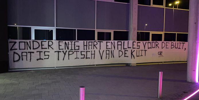 Spandoek Supporters van Vitesse bij GelreDome.