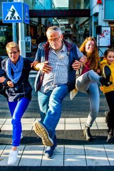 Silly Walk-zebrapad onthuld in Spijkenisse