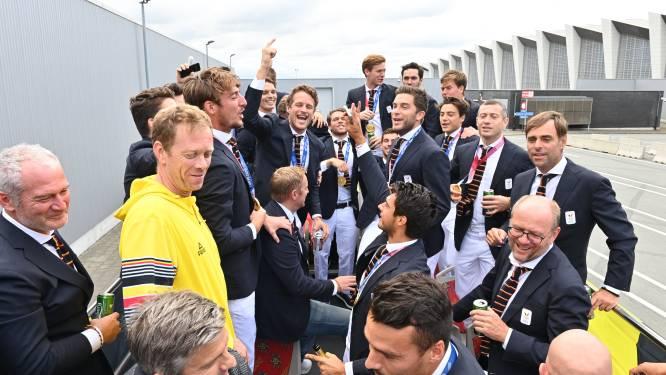 Herbeleef de dag vol feestgedruis van de Gouden Lions: aankomst op Zaventem, open bus door Brussel en vieren met honderden fans op Rogierplein