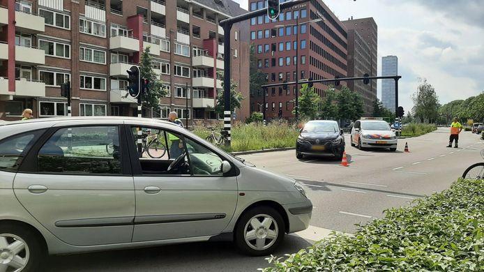 Een automobilist is ingereden op een vrouw en kind