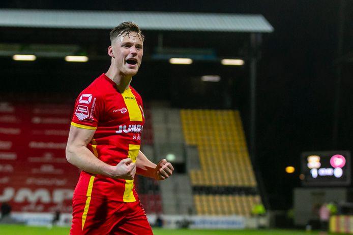 Sam Beukema heeft GA Eagles vanaf de stip op 2-0 gezet tegen Almere City.