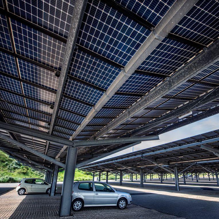 De zonneparking in Bloemendaal. Beeld Raymond Rutting / de Volkskrant