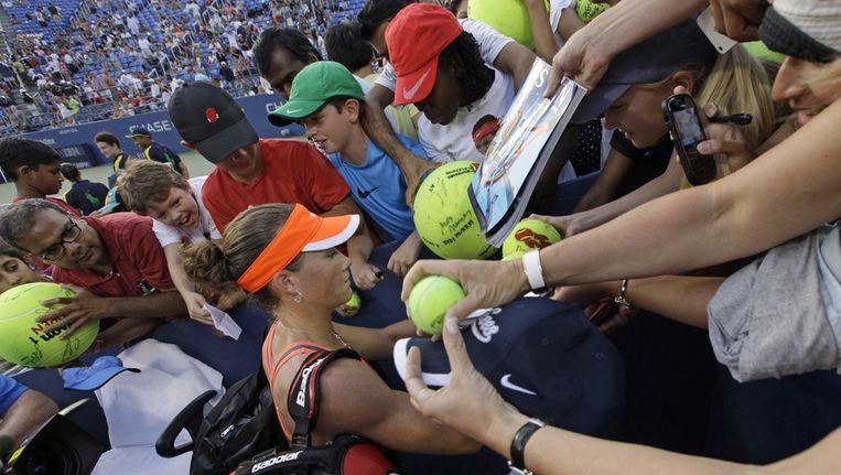 Stosur maakt wat tijd voor de tennisfans in New York. Beeld AP