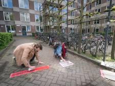 Studenten protesteren in Wageningen met spuitkrijt tegen het leenstelsel