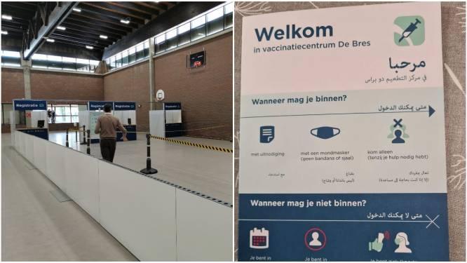 """Na heibel over tweetalige brochures in vaccinatiecentrum: """"Folders worden uit dienst genomen"""""""