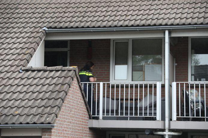 De politie doet buurtonderzoek in de omgeving van het Ludovicushof in Heesch.