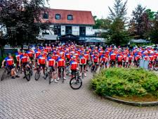 Meer dan honderd deelnemers aan Tour d'Asperges fietsen 32.500 euro bij elkaar voor Metakids