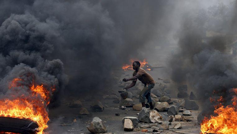 Al maandenlang woedt er in Burundi hevig geweld door protesten tegen president Pierre Nkurunziza. Beeld REUTERS