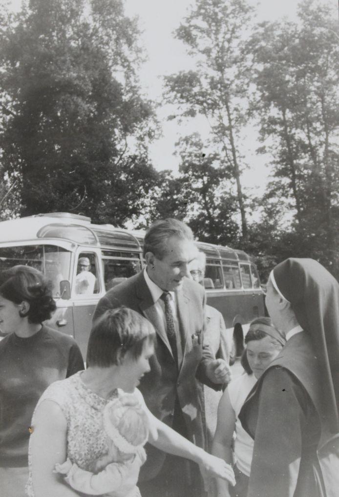 De eerste bewoners van de LosserHof arriveren eind jaren 60 per bus. Ze worden opgevangen door de nonnen.