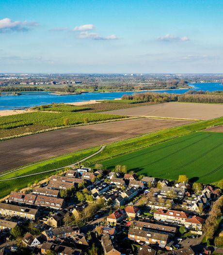 Omstreden zonnepark Hoeksche Waard langs snelweg in plaats van bij woonwijk? 'Plan kan in de prullenbak'