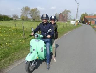"""Nicolas en Céline geven toerisme in Dentergem boost met elektrische scooters: """"Genieten van het uitzicht, zonder lawaai en uitlaatgassen"""""""
