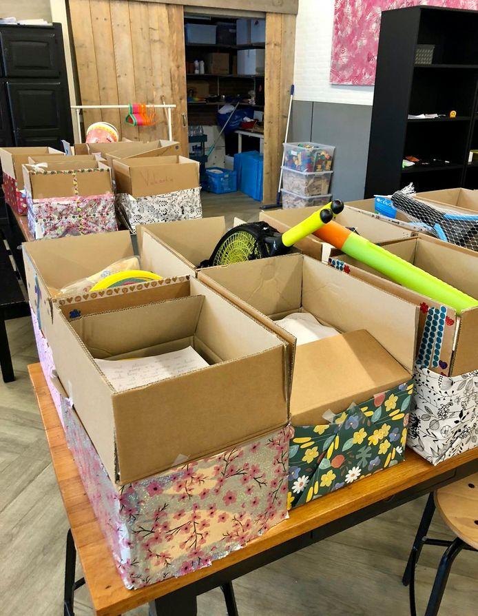 Zomerpakketten staan klaar om naar Bredase gezinnen gebracht te worden die een steuntje in de rug kunnen gebruiken.