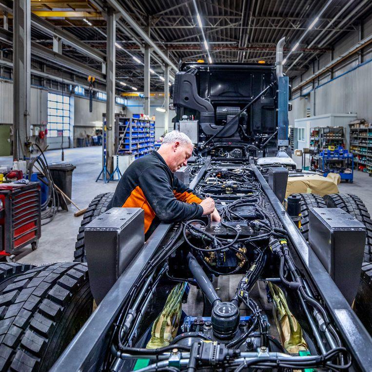 De hal waar ze hun speciale vrachtwagens maken Beeld Raymond Rutting / de Volkskrant