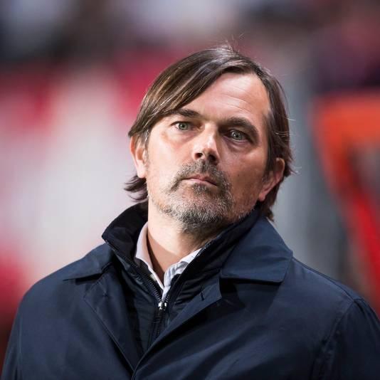Phillip Cocu hoopt dat PSV een nieuwe linksback aantrekt.