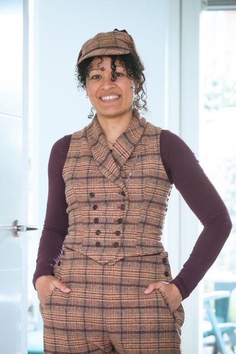 Inge Sahuleka grijpt naast de winst met haar Sherlock Holmes-outfit: 'Ben blij dat ik zover gekomen ben'