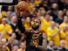 LeBron James loodst Cavaliers met NBA-record naast Celtics in play-offs