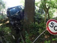 Omstanders vinden gecrashte auto langs Sartreweg, maar bestuurder is spoorloos