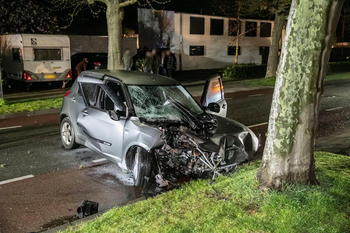 Een automobilist is vrijdag gewond geraakt op de Wilhelminalaan in Zevenaar.