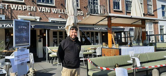 """Dao de Fretes, bedrijfsleider Wapen van Willemstad. ,,We zijn er klaar voor om gasten veilig buiten te ontvangen."""""""