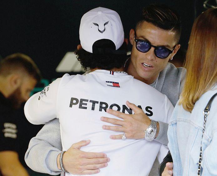 Lewis Hamilton en Cristiano Ronaldo in mei 2019 in de F1-paddock in Monaco.
