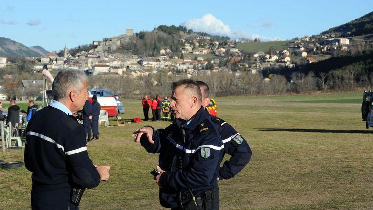 Franse politie in de buurt van de plek waar het vliegtuig neerstortte. Beeld anp
