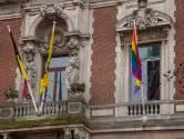Steden en gemeentes hijsen de regenboogvlag na moord op David (42)