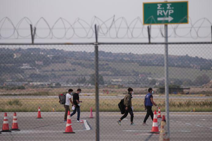 Foto ter illustratie. Vluchtelingen op het vliegveld van Thessaloniki.