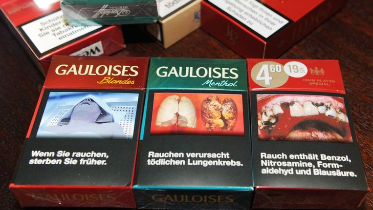 Pakjes sigaretten in Duitsland. Beeld afp