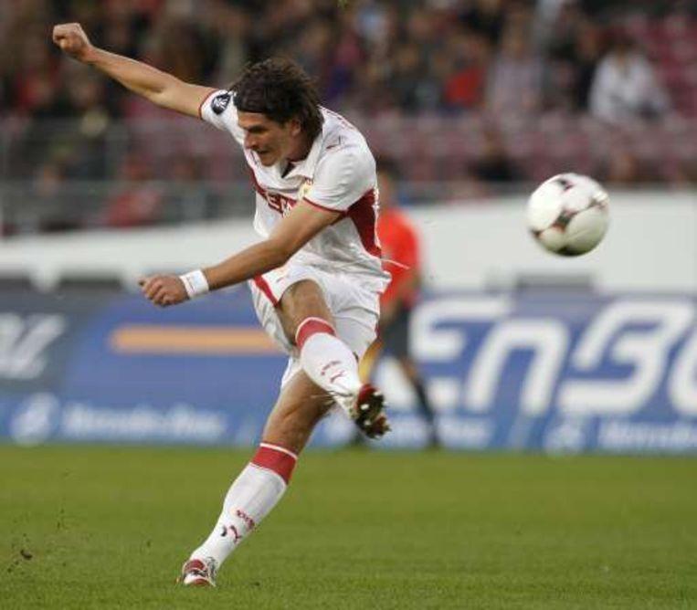Mario Gomez plaatste Stuttgart met een schot in blessuretijd. Beeld UNKNOWN