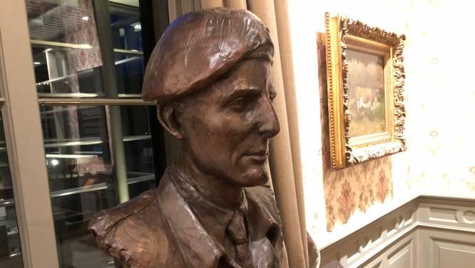 Ereplaats voor buste van oorlogsheld John Waddy in Airborne Museum
