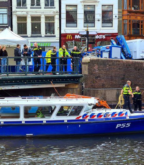 Overleden man aangetroffen in water van Singel bij Muntplein