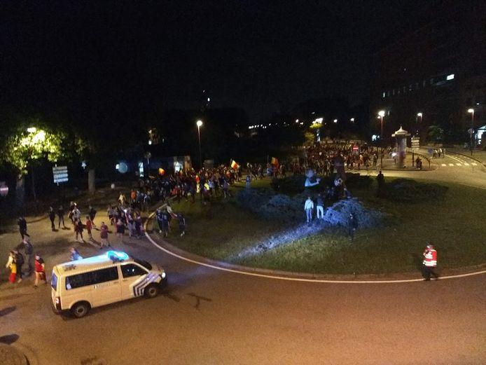Les supporters de la Belgique se sont rassemblés sur le rond-point Marsupilami à Charleroi après la victoire à l'Euro 2020 contre la Finlande
