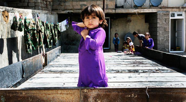 Een meisje in een vluchtelingenkamp in Iraaks-Koerdistan. Beeld Tim Dirven