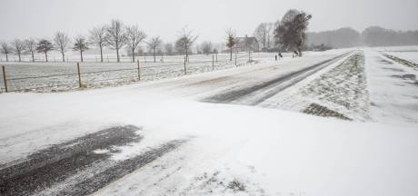 Sneeuwduinen zorgen ook op dinsdag voor een gesloten school in Anna Jacobapolder