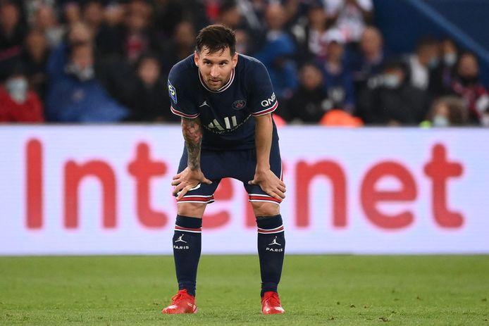 Lionel Messi werd zondagavond tegen Olympique Lyon een kwartier voor tijd gewisseld, maar was daar niet blij mee.
