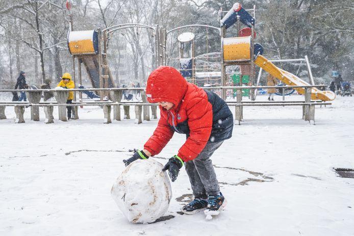 Het was goede 'plaksneeuw', om sneeuwmannen mee te maken.