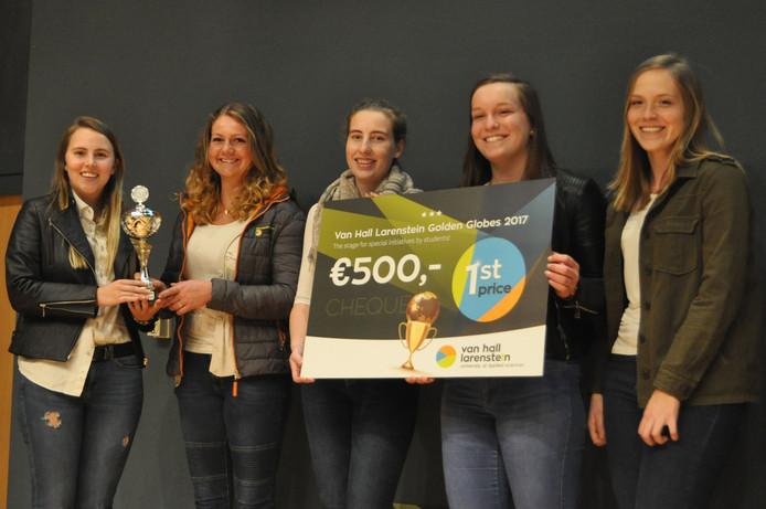 De winnende studenten van Van Hall Larenstein. V.l.n.r. Harriet Matthews, Jessy Stommel, Sanne Boers, Sanne Boettcher en Axelle van Lerberghe.