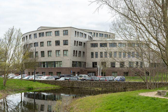 De provincie maakt zich zorgen over het geld dat de gemeente Schouwen-Duiveland apart zet voor jeugdzorg.
