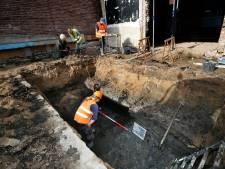 Archeologen speuren naar eeuwenoude sporen in de Knipsteeg: 'Deze gracht staat op geen kaart'