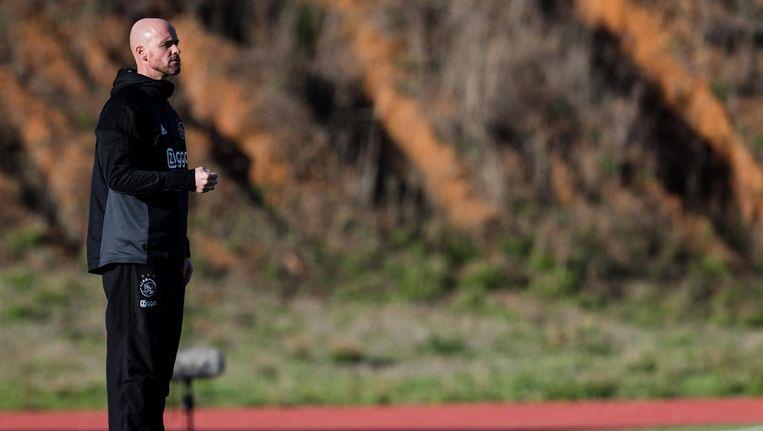 Erik ten Hag langs de lijn tijdens het oefenduel Beeld anp