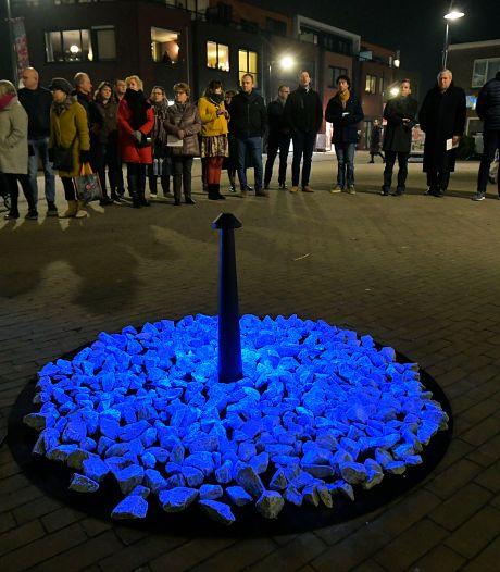 Blauwe herdenkingsstenen op tournee door Sliedrecht