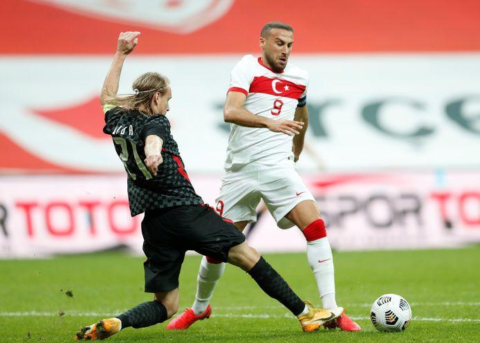 De fase van de penalty: Vida stopt Cenk Tosun foutief af.