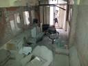 Een bomaanslag vernielde het salon van Abdo's papa in Gaza.