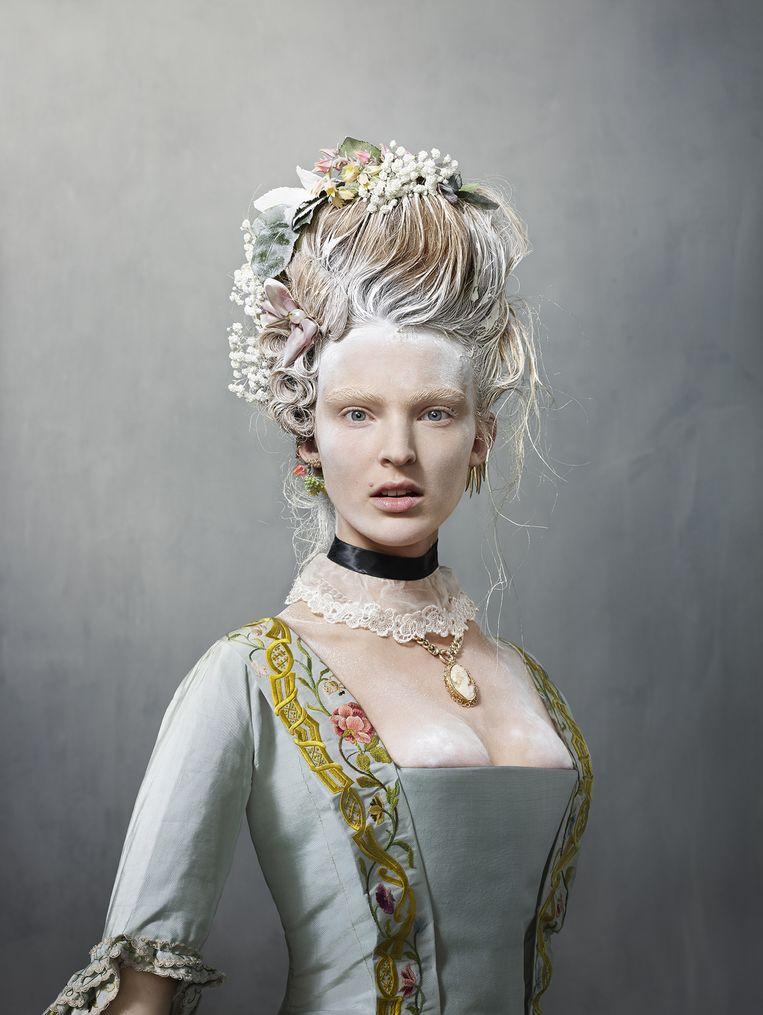 Model Ymre Stiekema in een bruidsjapon uit 1759. Beeld Erwin Olaf