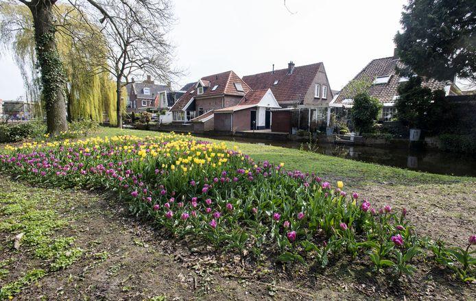 Op het eiland in de Berkel tussen de Burgemeester Bloemersstraat en de Korte Wal herinneren 1925 bostulpen aan de wederopbouw na de stormramp. Ze zijn gepoot in de vorm van een tornado.