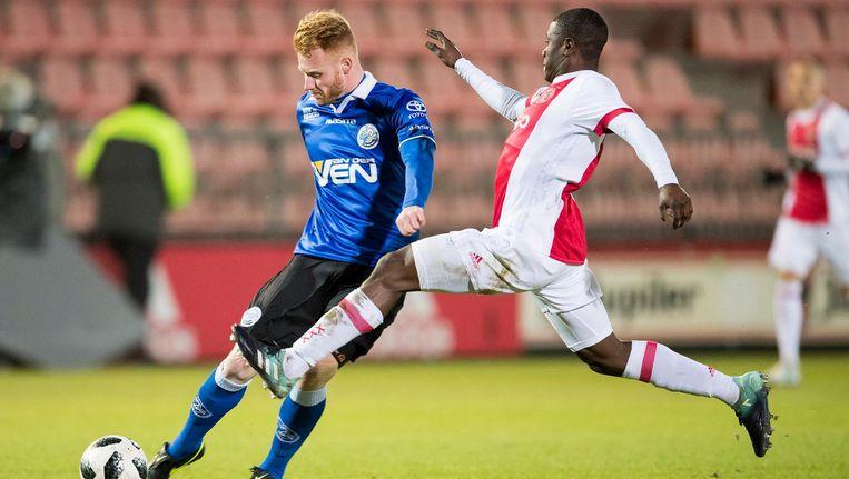 FC Den Bosch speler Jort van der Sande in duel met Jong Ajax speler Azor Matusiwa Beeld ProShots